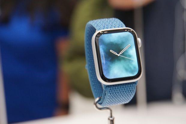 ساعت اپل سری 4 با صفحه نمایش بزرگتر ، جذاب تر و طول عمر باتری بیشتر