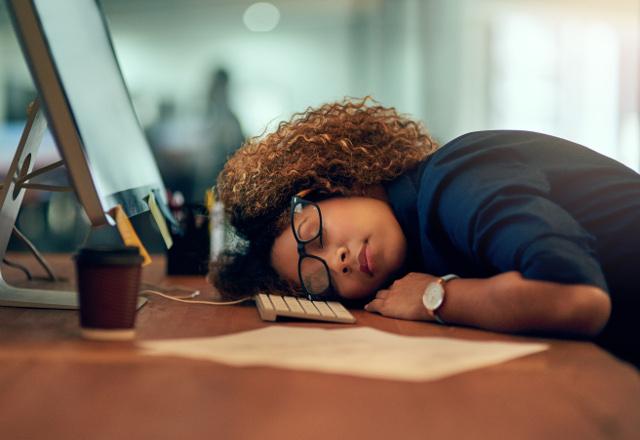 علت خستگی مزمن در طول روز چیست ؟