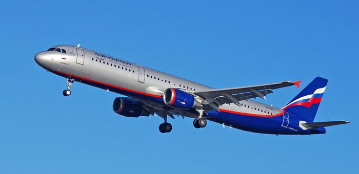 اتفاقی عجیب در فرودگاه، هواپیمای مسافربری روسی یک انسان را زیر گرفت