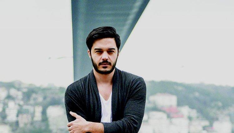 سورپرایز الیاس یالچینتاش، خواننده مشهور ترک برای تراکتورسازی