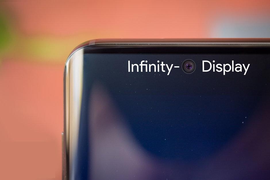 از بین رفتن نمایشگر بی حد و مرز Galaxy S10 به لطف دوربین سلفی !