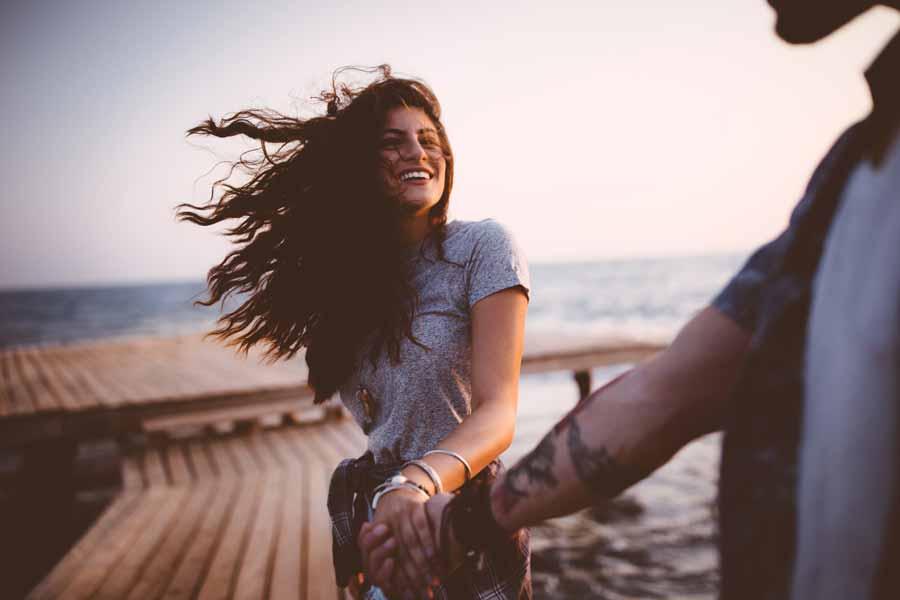 علت عاشق شدن چیست ؟ در زمان عاشق شدن چه اتفاقی دربدن می افتد ؟