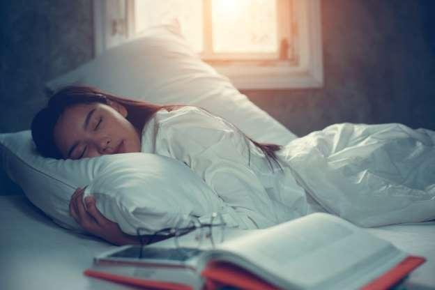 با فشار دادن 5 نقطه از بدن بی خوابی را درمان کنید