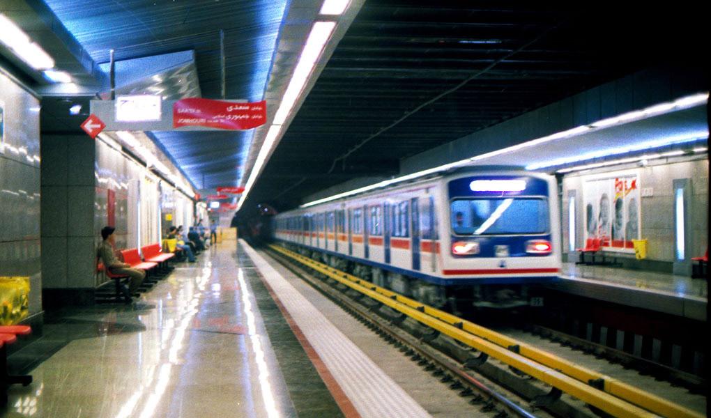 علت خودکشی دو جوان در مترو