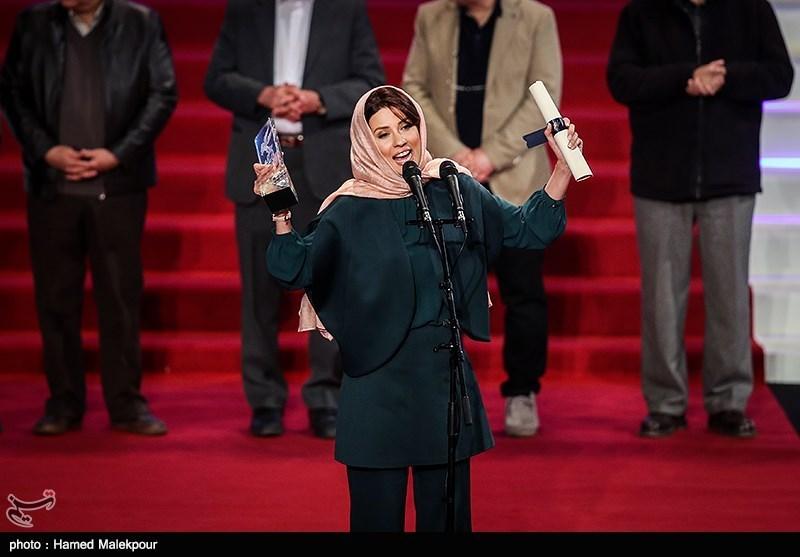 خوانندگی یک زن در افتتاحیه جشنواره فیلم فجر !!! (فیلم)