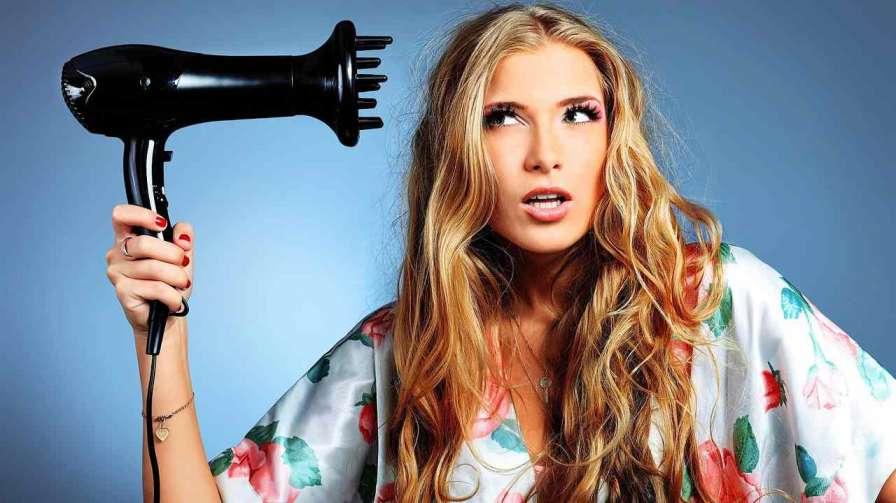 چه کنیم که بعد از سشوار کشیدن موهایمان وز نشود ؟