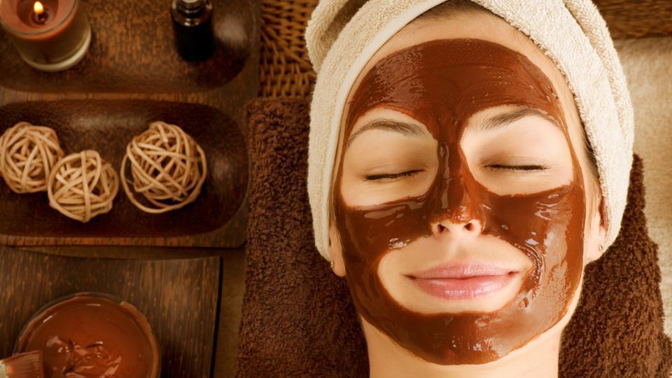 بهترین ماسکهای آبرسان برای جوانسازی و مراقبت پوست در روزهای پاییزی