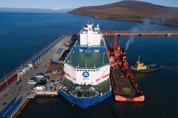نخستین نیروگاه هسته ای شناور دنیا در روسیه لنگر انداخت